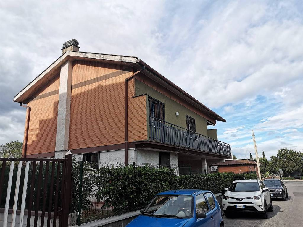 Villa in vendita a Roma, 3 locali, zona Zona: 34 . Bufalotta, Sette Bagni, Casal Boccone, Casale Monastero, Settecamini, prezzo € 210.000 | CambioCasa.it