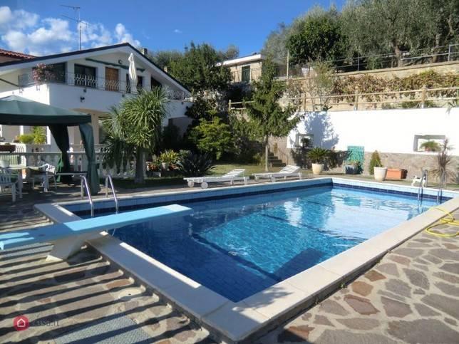 Villa in vendita a Diano Castello, 10 locali, Trattative riservate | PortaleAgenzieImmobiliari.it