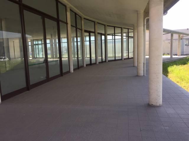 Negozio / Locale in affitto a Dronero, 1 locali, prezzo € 2.000 | PortaleAgenzieImmobiliari.it