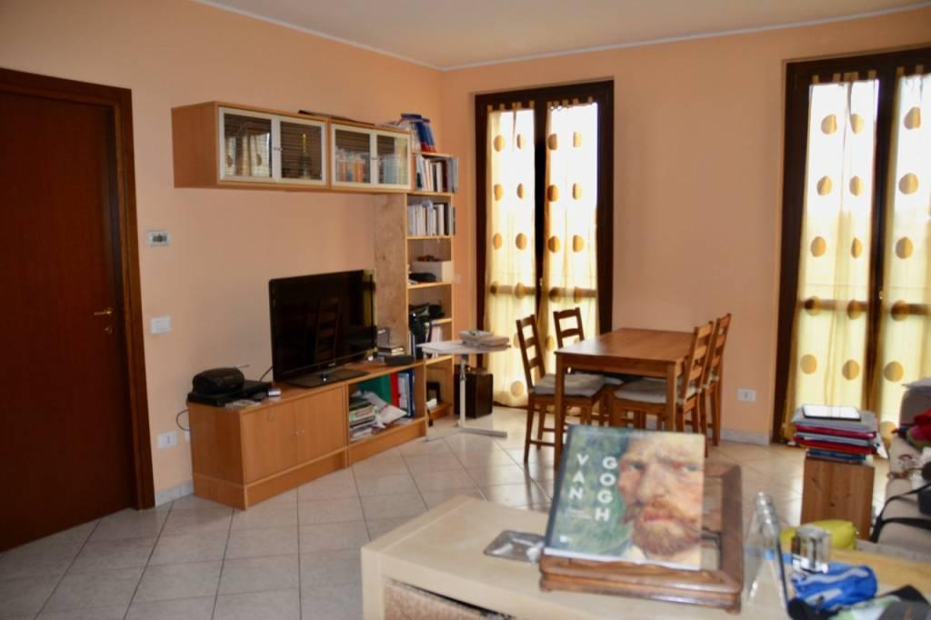 Appartamento in affitto a Cava Manara, 3 locali, prezzo € 550 | CambioCasa.it