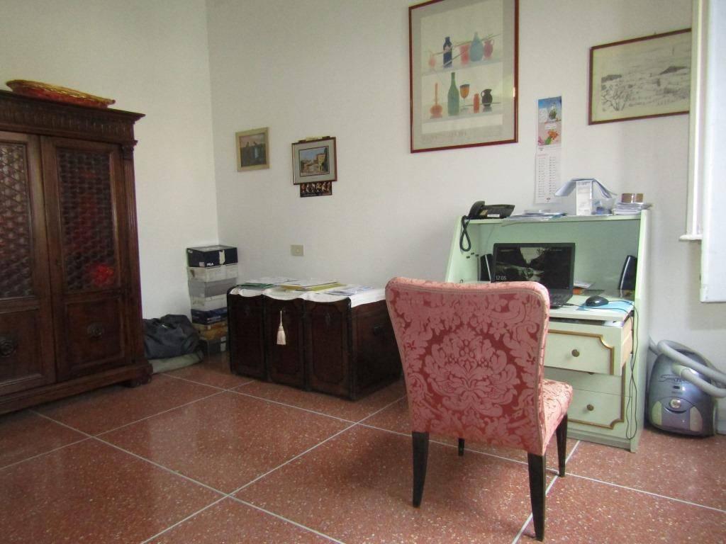 Foto 1 di Trilocale via Pompeo Vizzani, Bologna (zona San Vitale - Massarenti)