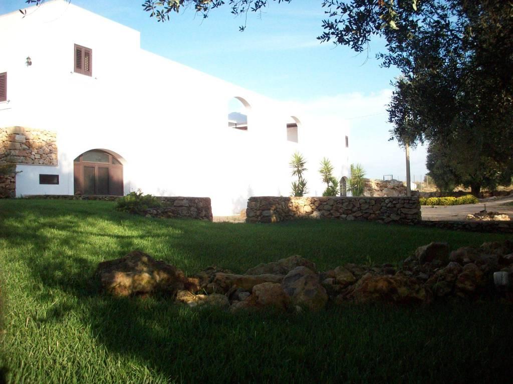 Villa in Vendita a Sannicola Centro: 5 locali, 20170 mq