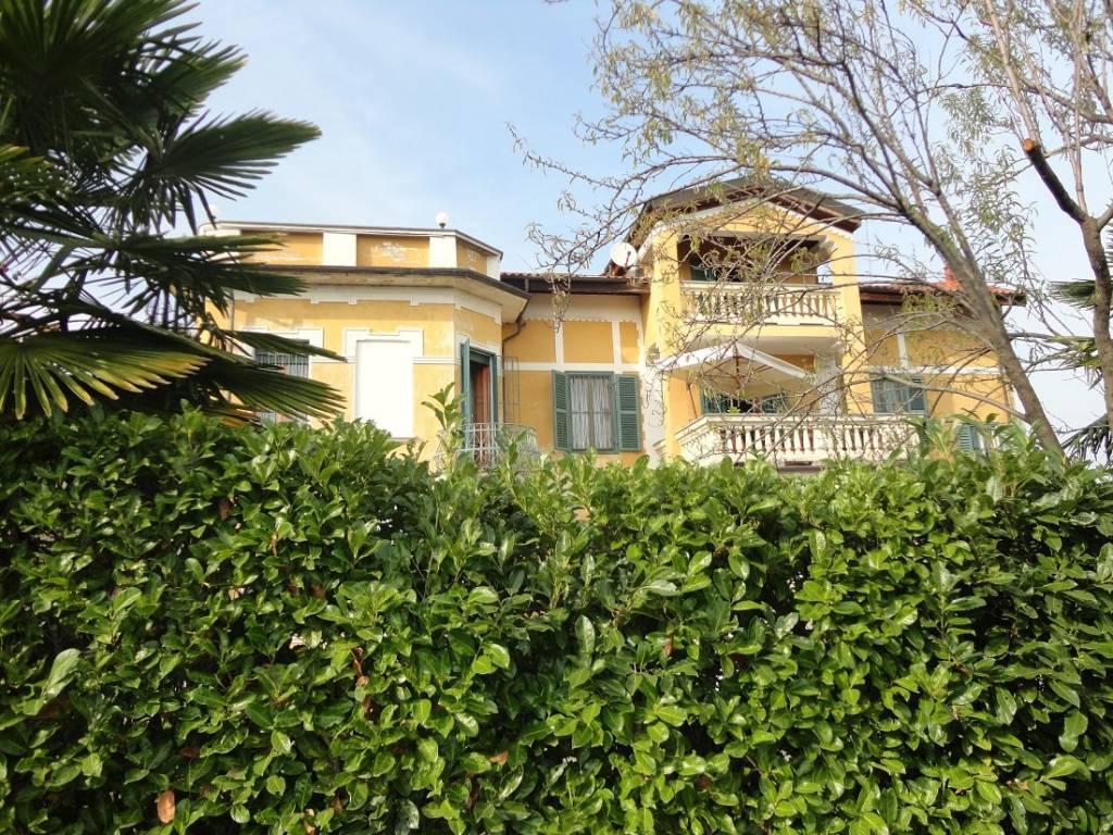 Foto 1 di Palazzo / Stabile via Mario Davide 1, Piossasco