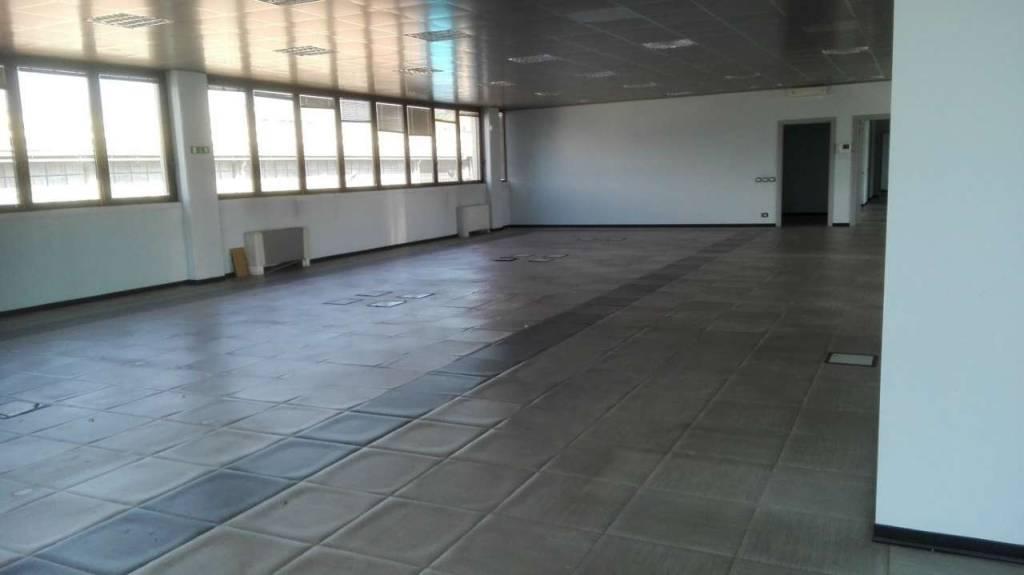 Capannone in vendita a Rivoli, 5 locali, prezzo € 320.000 | CambioCasa.it