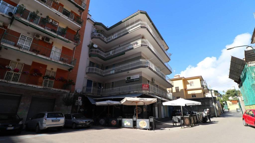 Negozio / Locale in affitto a Portici, 1 locali, prezzo € 600 | CambioCasa.it