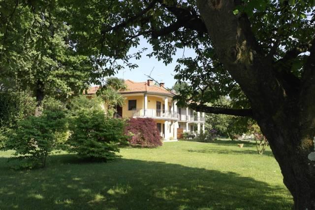 ampio appartamento in villa con giardino