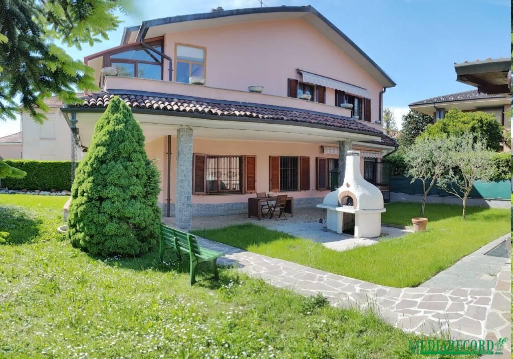 Appartamento in vendita a Fenegrò, 7 locali, prezzo € 259.000 | PortaleAgenzieImmobiliari.it