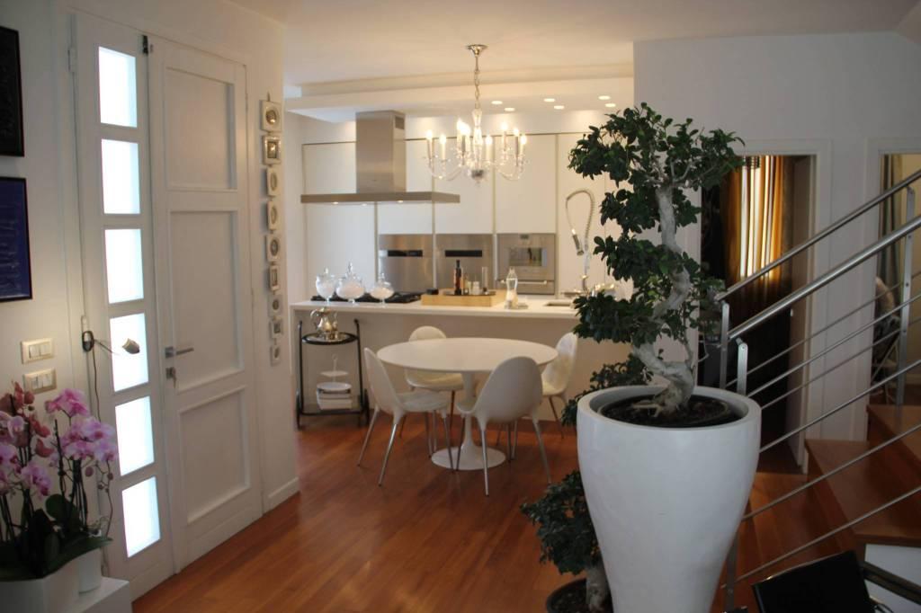 Appartamento in Vendita a Savignano Sul Rubicone Centro: 5 locali, 189 mq