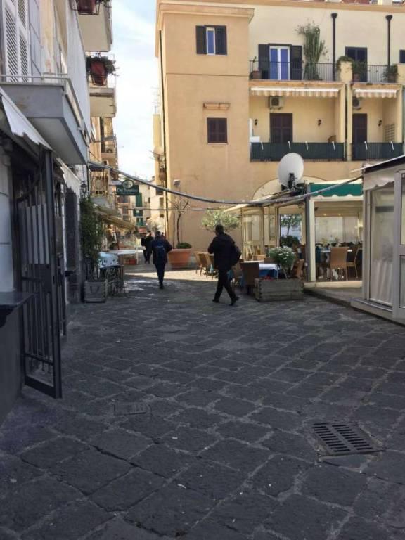 Negozio / Locale in affitto a Pozzuoli, 1 locali, prezzo € 650 | CambioCasa.it