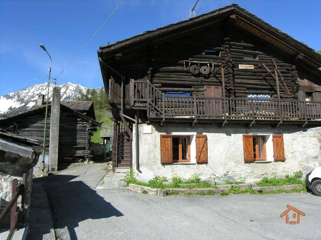 Foto 1 di Bilocale Frazione Magnechoulaz 11, Ayas