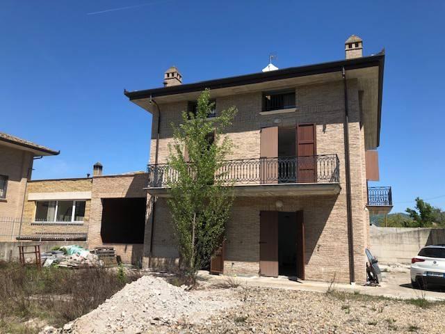 Foto 1 di Villa Località Quaderna, Grizzana Morandi