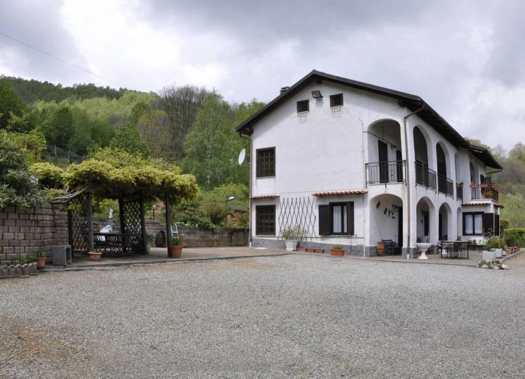 Foto 1 di Casa indipendente Issiglio