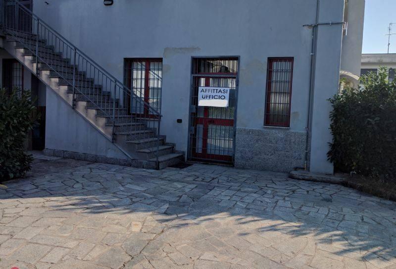 Ufficio / Studio in affitto a Calcinate, 2 locali, prezzo € 500 | CambioCasa.it