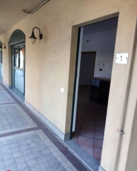 Negozio / Locale in affitto a Comun Nuovo, 2 locali, prezzo € 450 | CambioCasa.it
