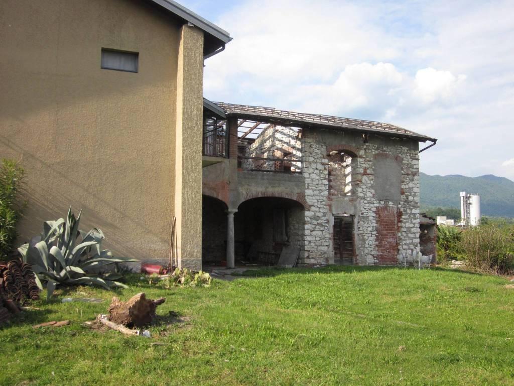 Rustico / Casale in vendita a Caravate, 10 locali, prezzo € 130.000 | PortaleAgenzieImmobiliari.it