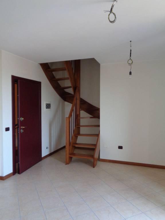 Appartamento in Affitto a Rolo: 3 locali, 105 mq