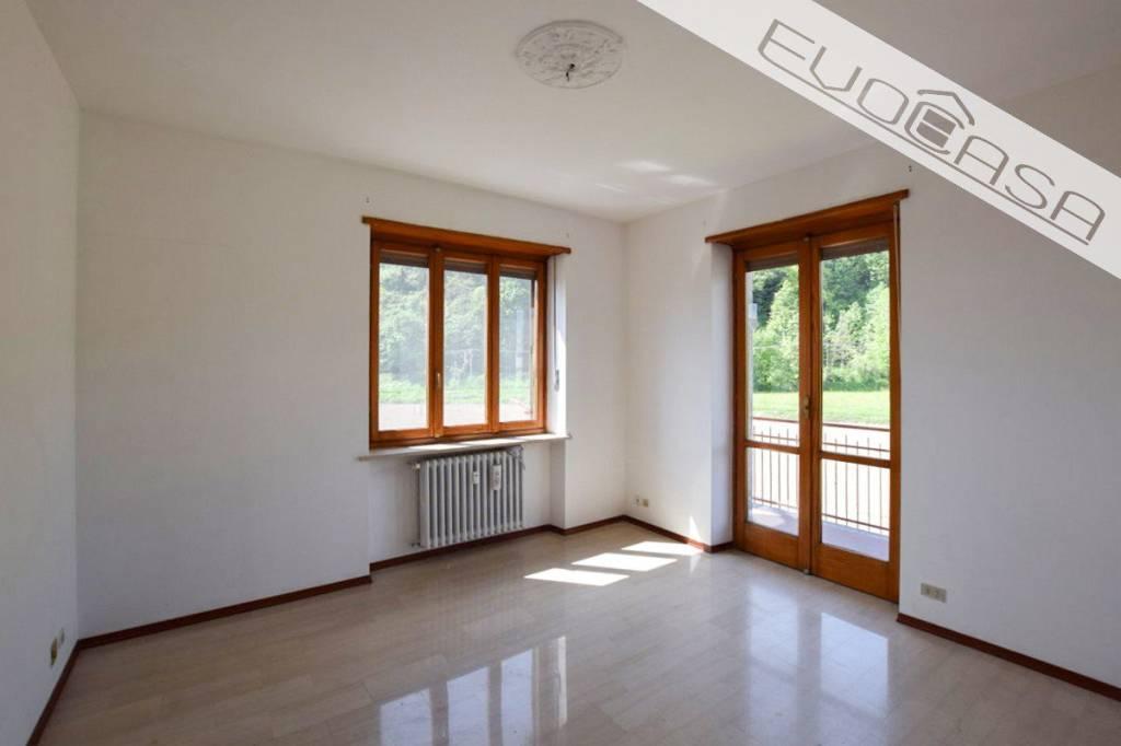 Appartamento in buone condizioni in vendita Rif. 9097981