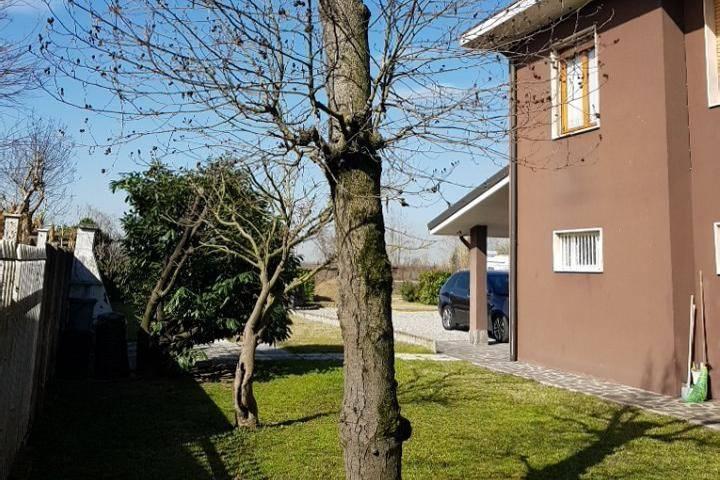 Villa in Vendita a Lodi Periferia Nord: 5 locali, 395 mq