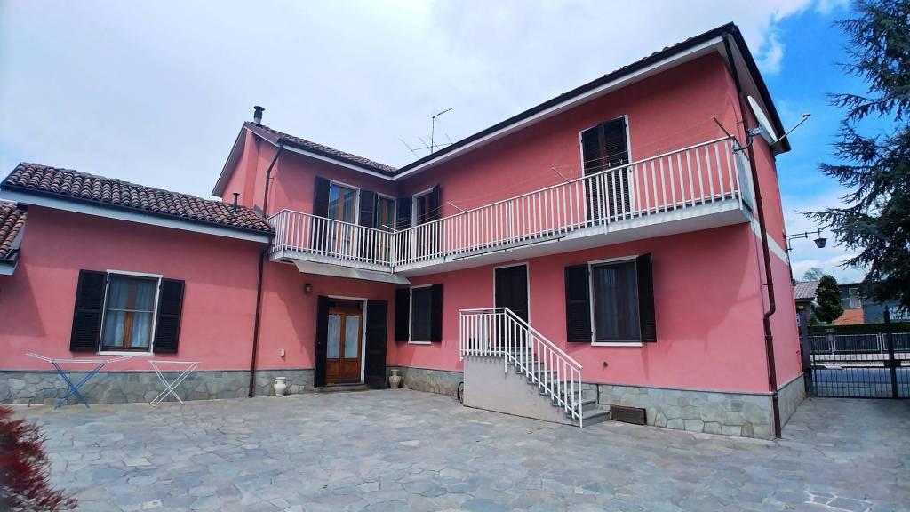 Foto 1 di Villa via Statale 103, Castell'alfero