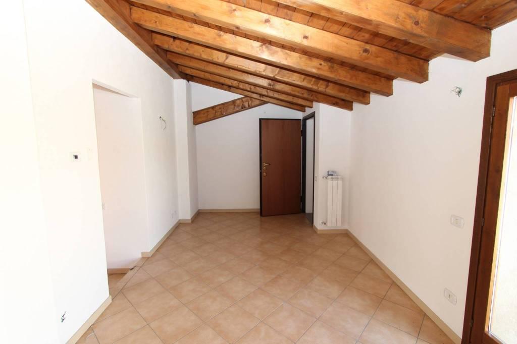 Foto 1 di Trilocale via Palosco, Palazzolo Sull'oglio