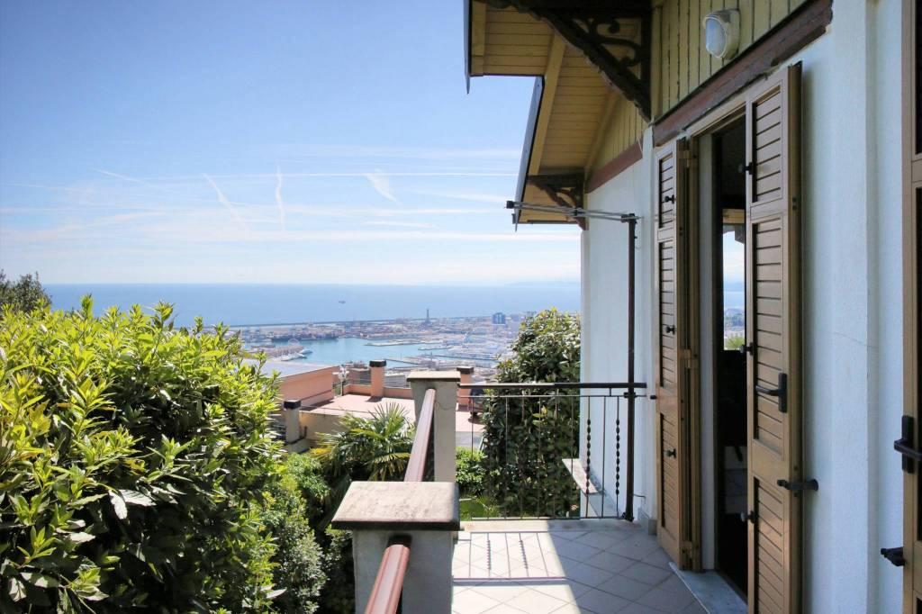 Foto 1 di Villa salita Superiore di San Simone 28, Genova (zona Carignano, Castelletto, Albaro, Foce)