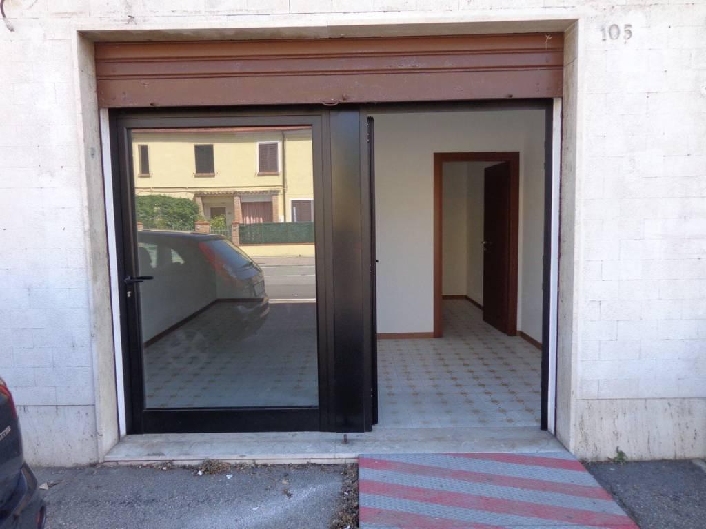 Negozio-locale in Affitto a Ferrara Periferia Nord: 3 locali, 50 mq