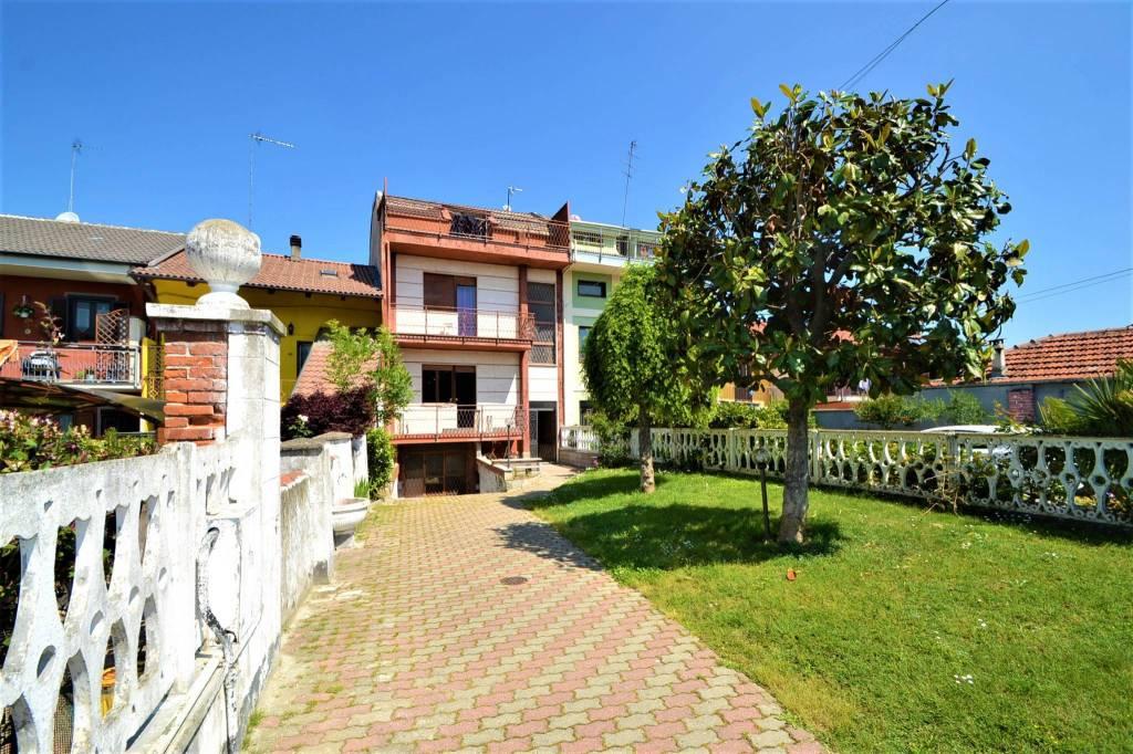 Foto 1 di Quadrilocale via Borletti, Piscina