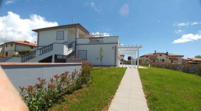 Appartamenti in villa trifamiliare