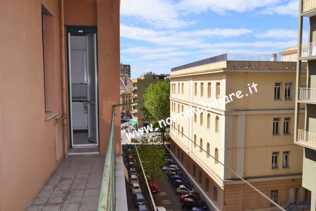 Foto 1 di Trilocale viale Virginia Centurione Bracelli 2, Genova (zona Marassi-Staglieno)