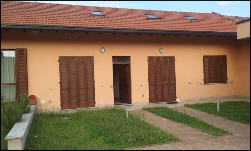 Appartamento in affitto a Vergiate, 2 locali, prezzo € 450 | CambioCasa.it