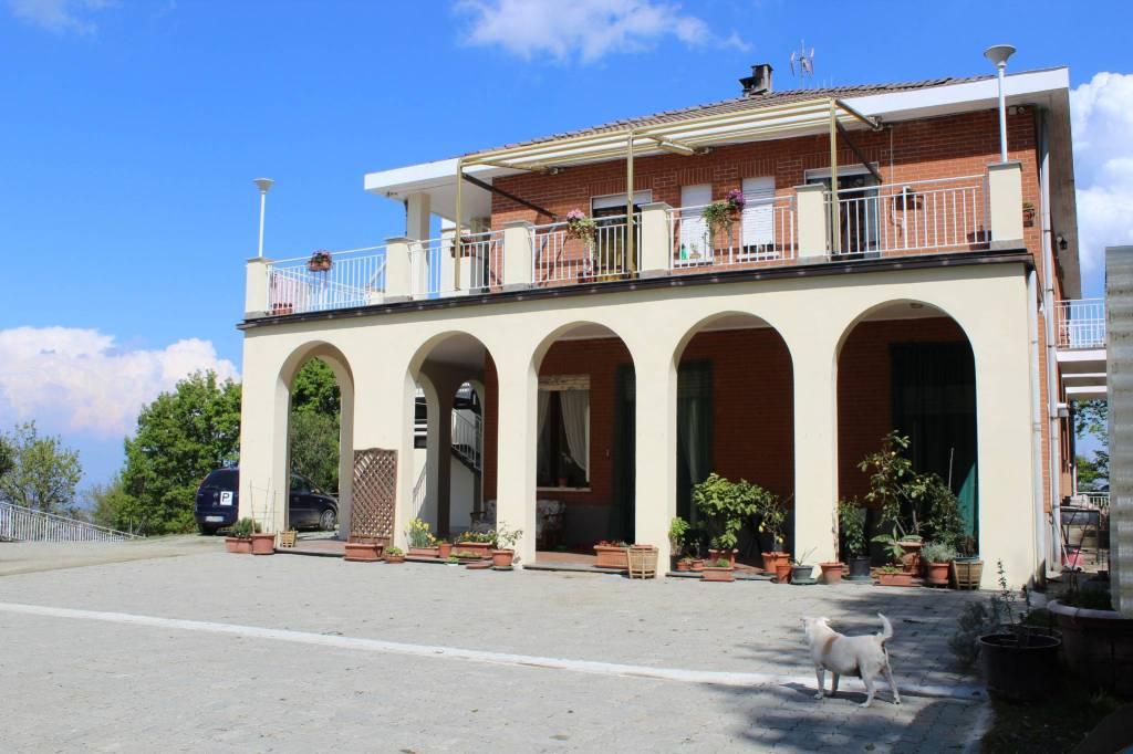 Foto 1 di Palazzo / Stabile strada Bellavista 5, Baldissero Torinese