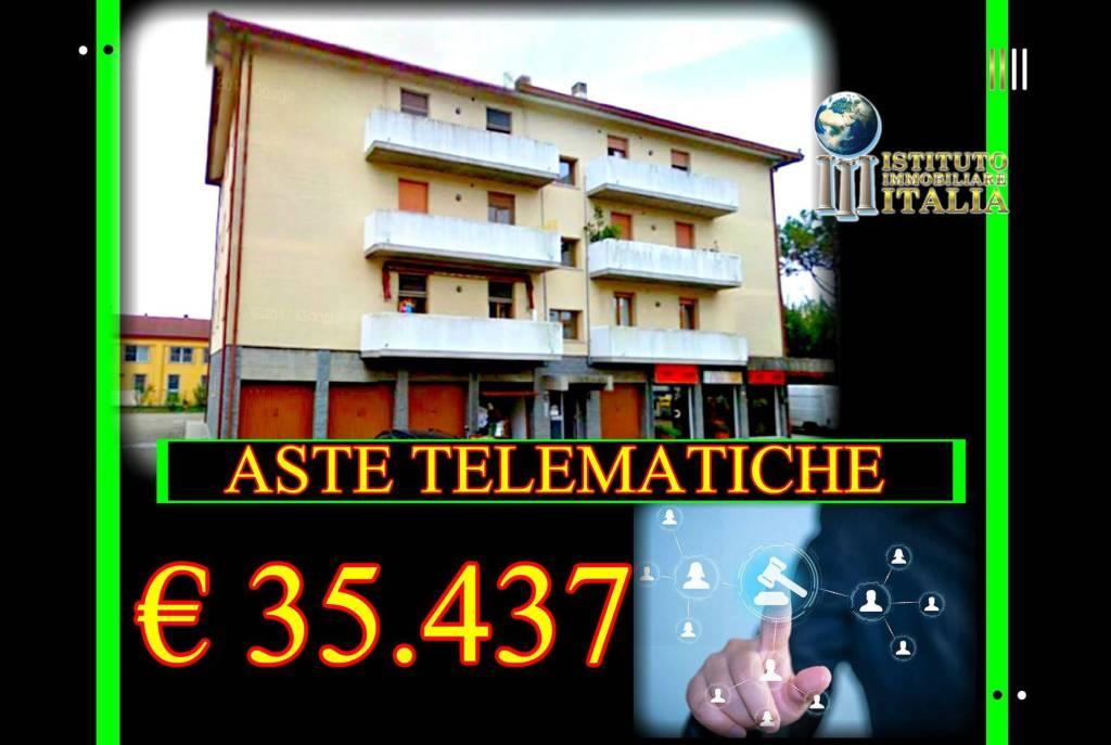 Appartamento in buone condizioni in vendita Rif. 9052849