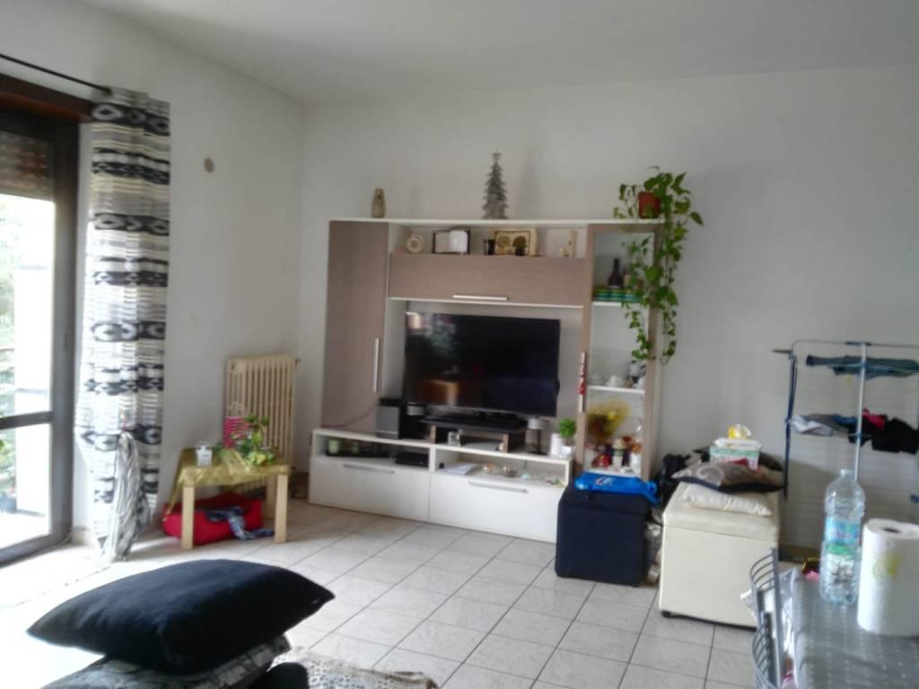 Appartamento in buone condizioni arredato in affitto Rif. 8360394
