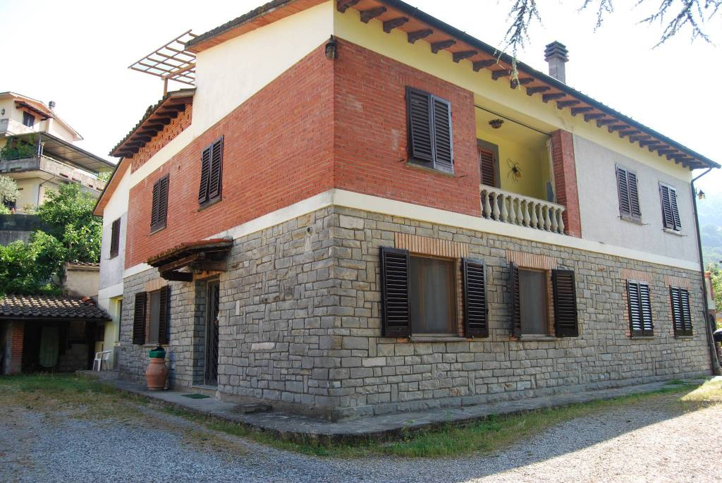 Appartamento in vendita a Dicomano, 7 locali, prezzo € 210.000 | PortaleAgenzieImmobiliari.it