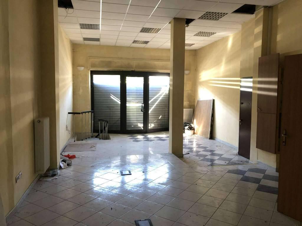 Negozio / Locale in vendita a Castiglione Torinese, 2 locali, prezzo € 75.000   CambioCasa.it