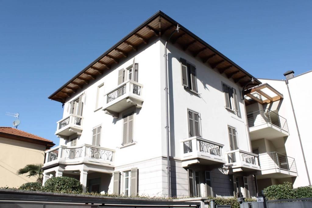 Foto 1 di Quadrilocale viale San Giuseppe 26, frazione Intra, Verbania