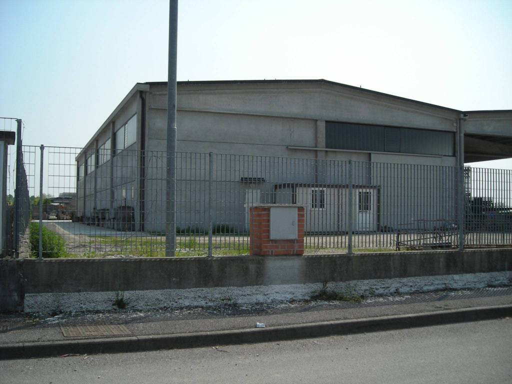 Capannone in affitto a Casalromano, 1 locali, prezzo € 1.600 | PortaleAgenzieImmobiliari.it