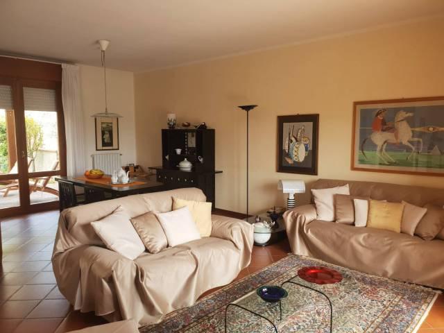 Villa in ottime condizioni parzialmente arredato in vendita Rif. 4937526
