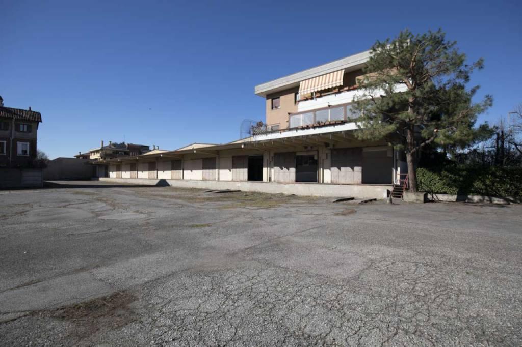 Capannone in Vendita a Pioltello: 5 locali, 2000 mq