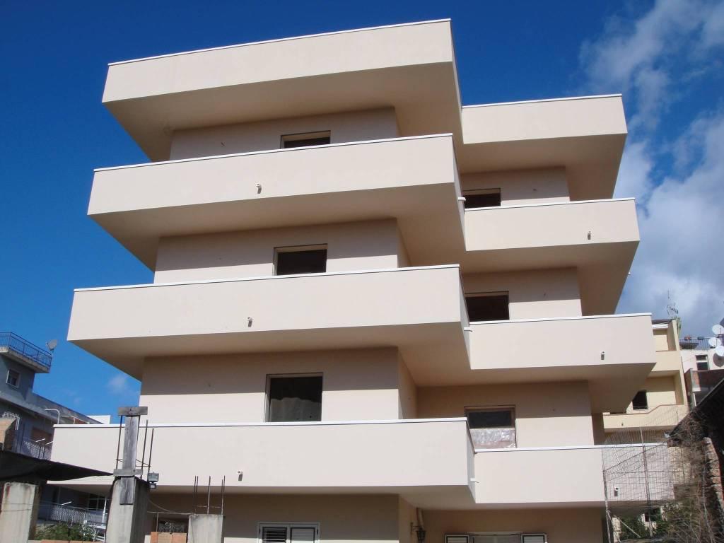 Soluzione Indipendente in vendita a Reggio Calabria, 5 locali, Trattative riservate | CambioCasa.it