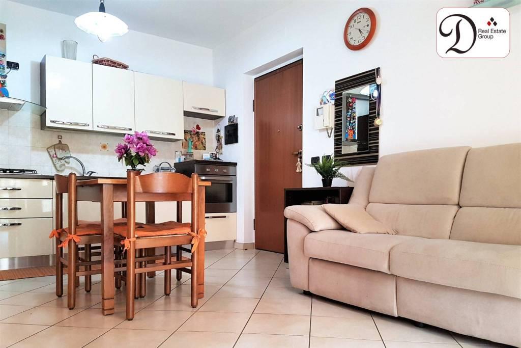 Appartamento in buone condizioni in vendita Rif. 8170538