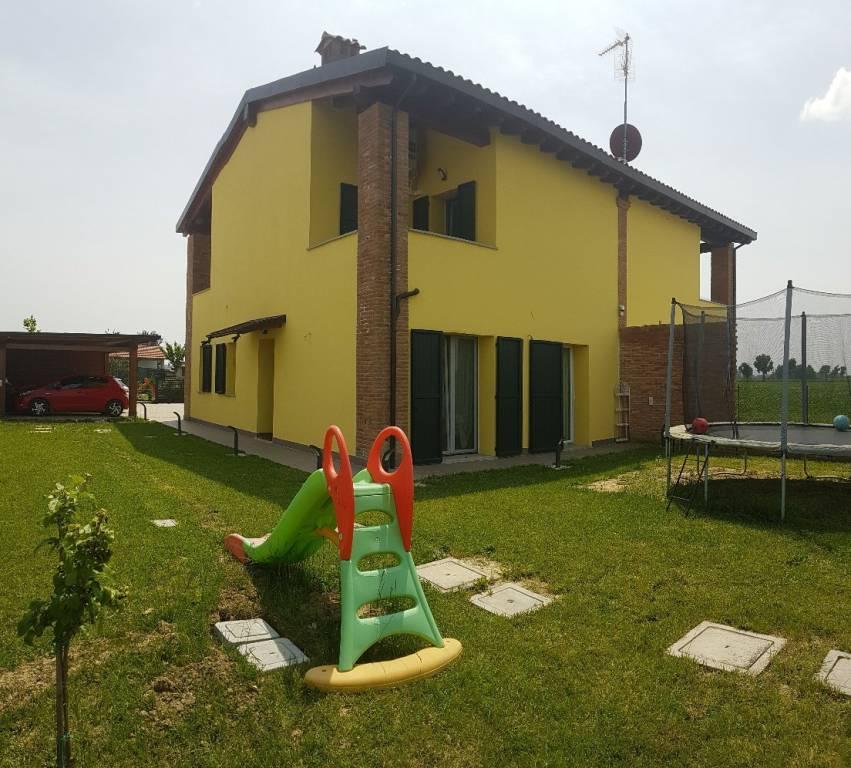 Villa in Vendita a Sant'Agata Bolognese Periferia: 4 locali, 138 mq