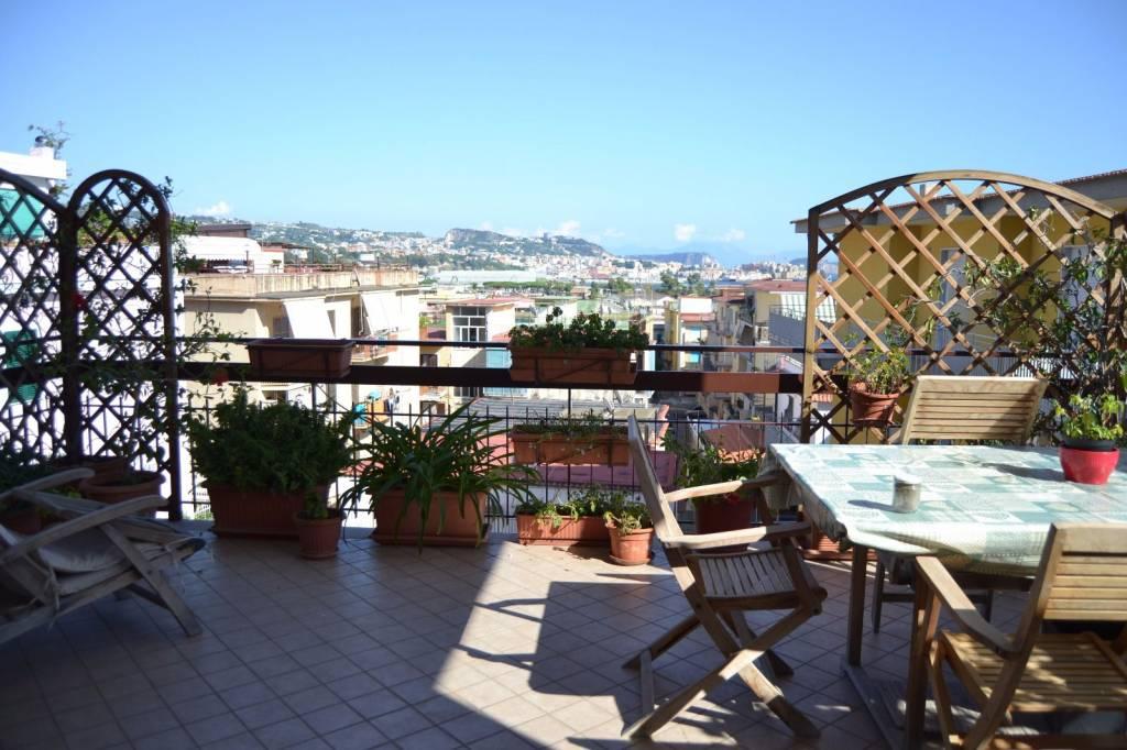 Appartamento in affitto a Pozzuoli, 3 locali, prezzo € 2.000 | CambioCasa.it