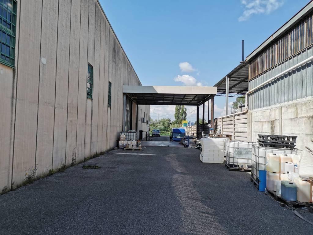 Capannone in affitto a Roma, 4 locali, zona Zona: 34 . Bufalotta, Sette Bagni, Casal Boccone, Casale Monastero, Settecamini, prezzo € 13.000 | CambioCasa.it
