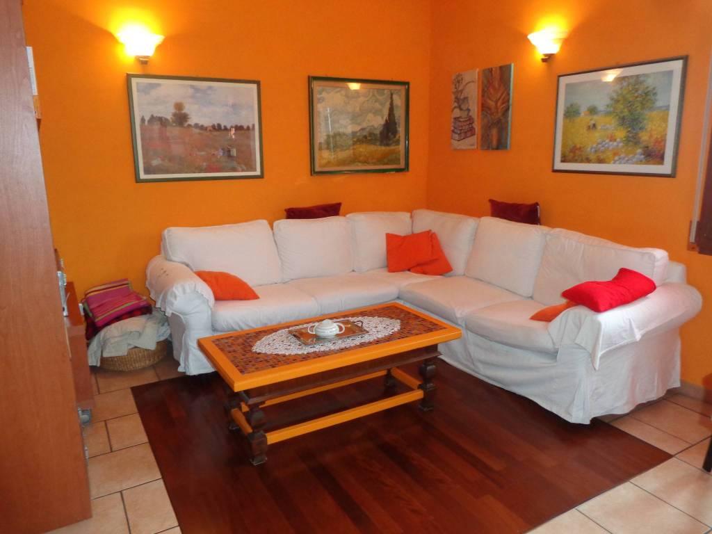 Appartamento in buone condizioni in vendita Rif. 9212902