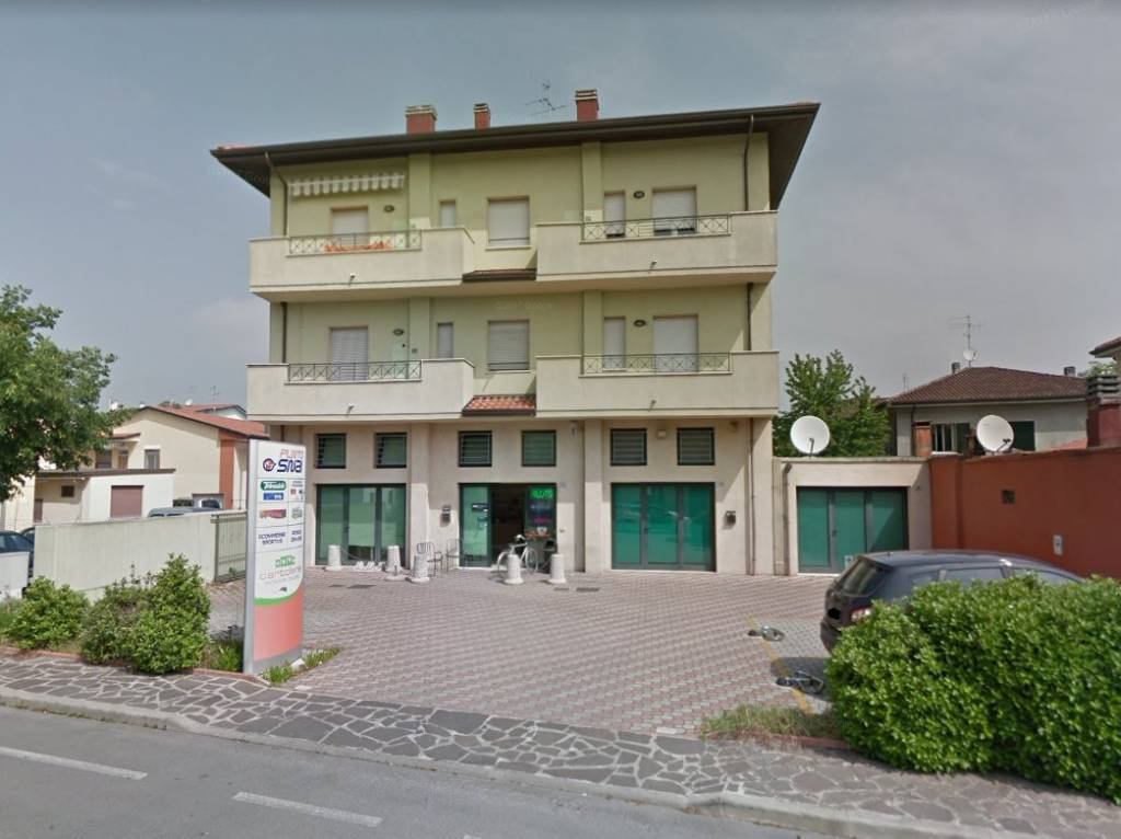 Negozio-locale in Vendita a San Mauro Pascoli: 2 locali, 70 mq