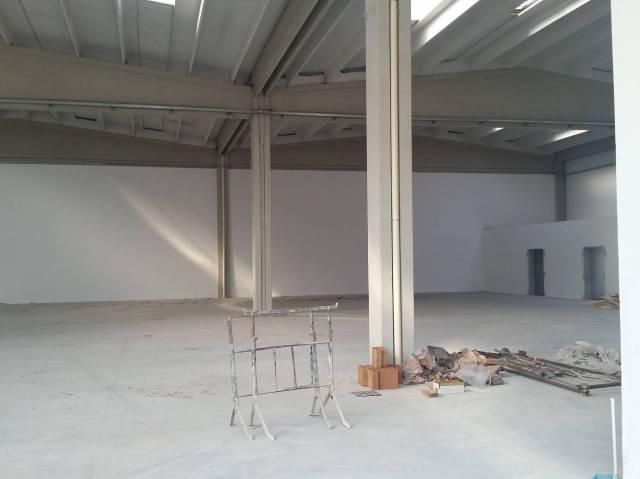 Galciana magazzino 90 mq E. 400