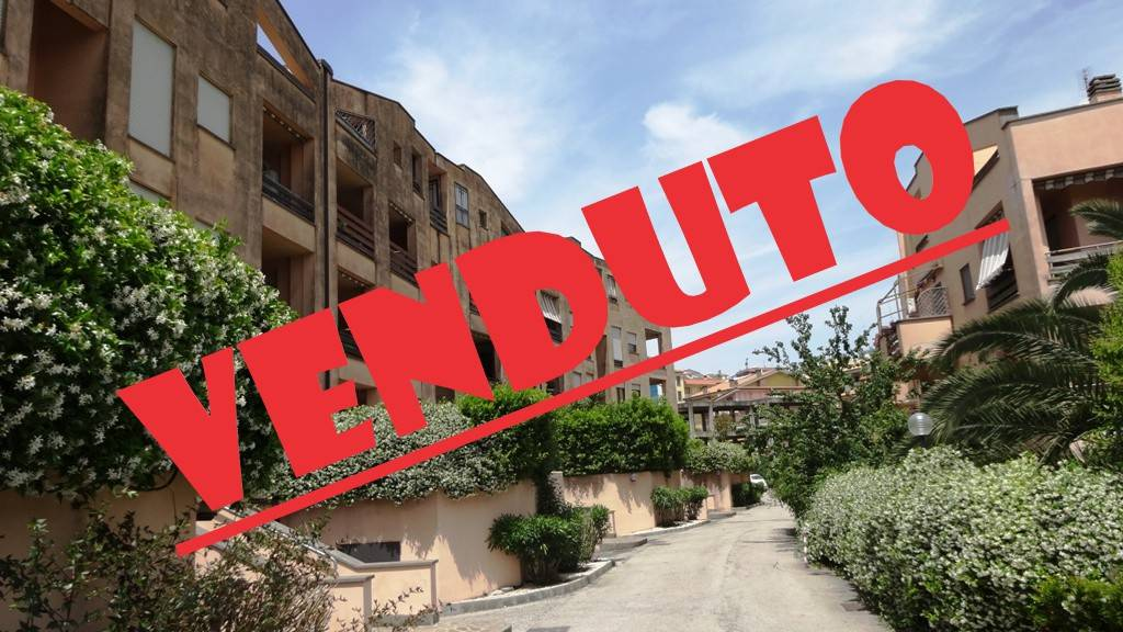 Appartamento in buone condizioni in vendita Rif. 9225905