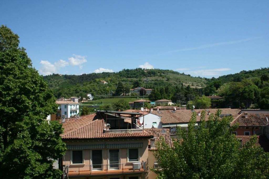 Foto 1 di Quadrilocale via del Ponte 4, Verona (zona Ponte Crencano - Valdonega - Avesa - Pindemonte - Quinzano)