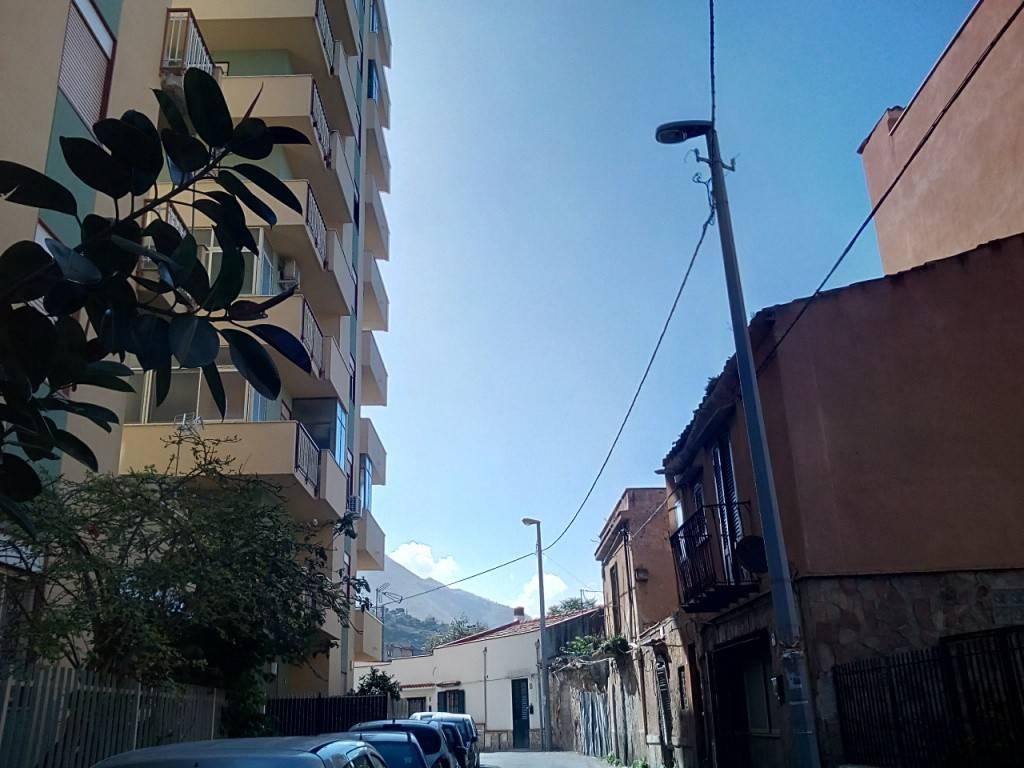 Appartamento in Affitto a Palermo Centro: 4 locali, 110 mq